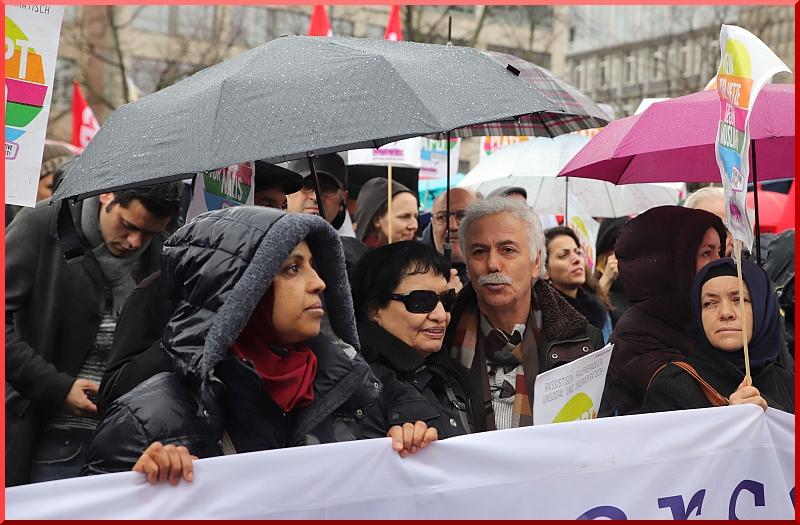 Etkinliğe testek verenler arasında Ozan Şahturna ve eşi Ozan Şiar da vardı.   Fotoğraf: Münir Bağrıaçık / DieGazete.de